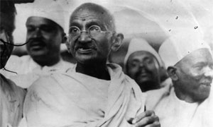 Photo de Gandhi en noir et blanc